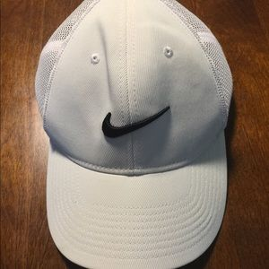 Nike Accessories - Nike Men s Flex Fit Golf Hat ad2def8181d